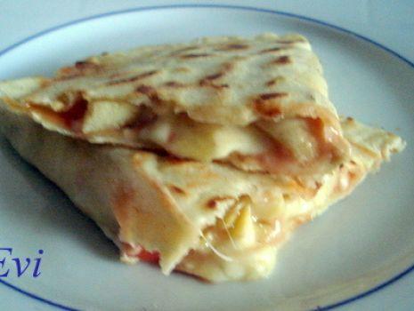 Przepis: Cassoni włoskie z karczochami i mozzarellą.