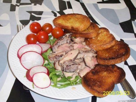 Przepis: Wołowina w sosie bearnaise na rukoli