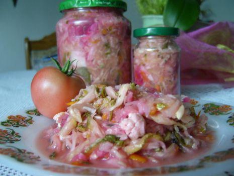 Przepis: Pikantna sałatka wielowarzywna na zimę:)