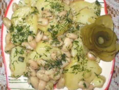 Przepis: Sałatka z ziemniaków z fasolą do grilla :