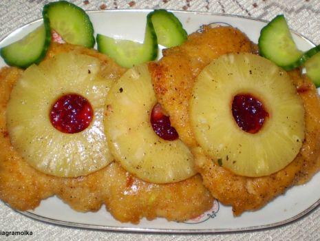 Przepis: Sznycle z kurczaka z ananasem :