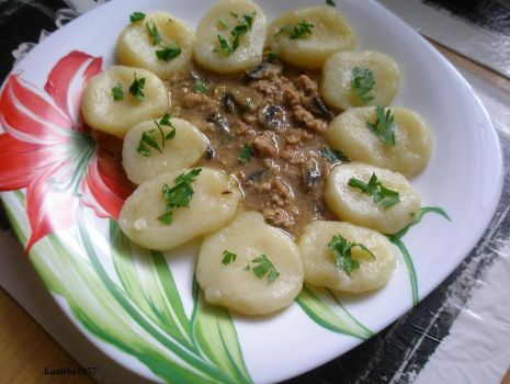 Przepis: kluski ziemniaczane z sosem