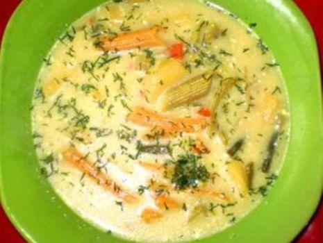 Przepis: Zupa jarzynowa z kolorowym makaronem :