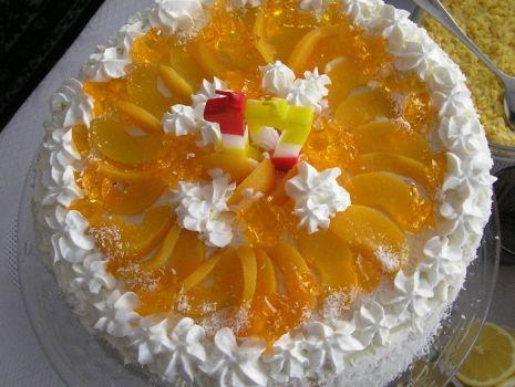 Przepis: Tort brzoskwiniowy