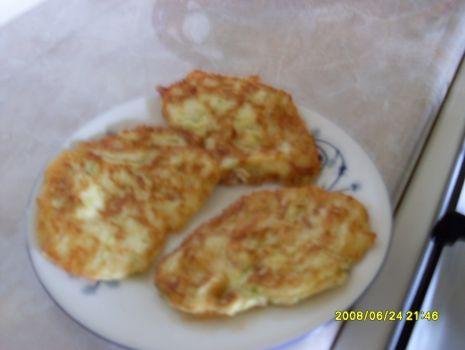 Przepis: Placuszki z cukini z serem