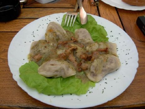 Przepis: Pierogi z mięsem w sosie grzybowym