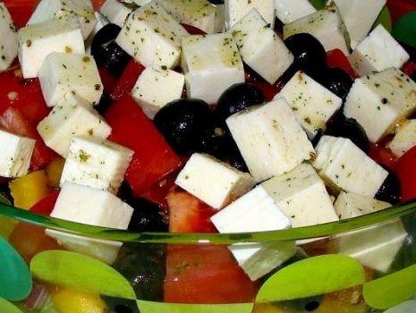 Przepis: Sałatka z serem feta