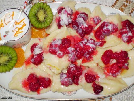 Przepis: Pierogi z białym serem i malinami :