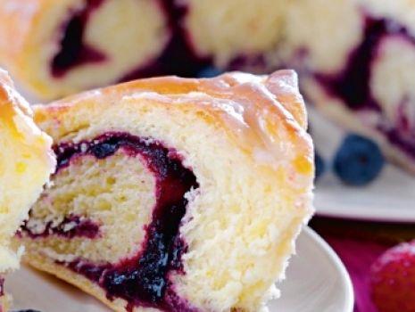 Przepis: Ciasto drożdżowe z owocami bez zagniatania