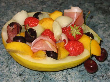 Przepis: Sałatka w melonie