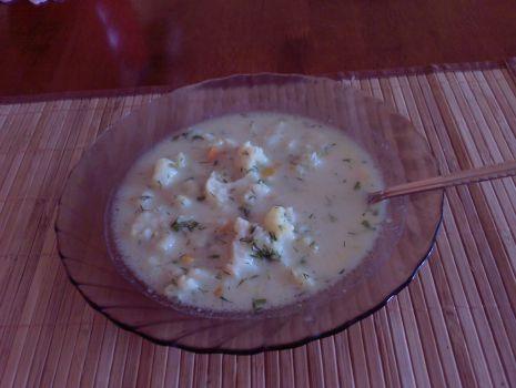 Przepis: Zupa z kalafiorkiem i koperkiem.