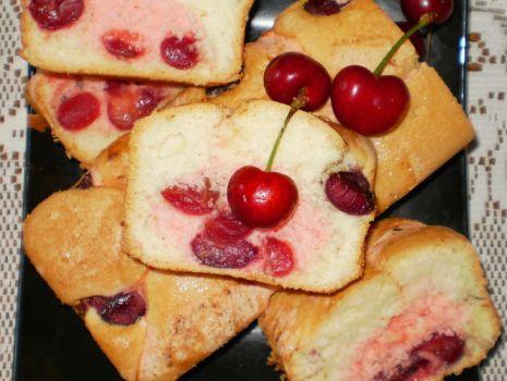 Przepis: Ciasto biszkoptowe z czereśniami wg Babcigramolki :