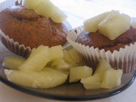 Przepis: muffinki makowe z ananasem