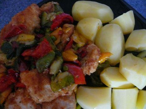 Przepis: piers z kurczaka w warzywach