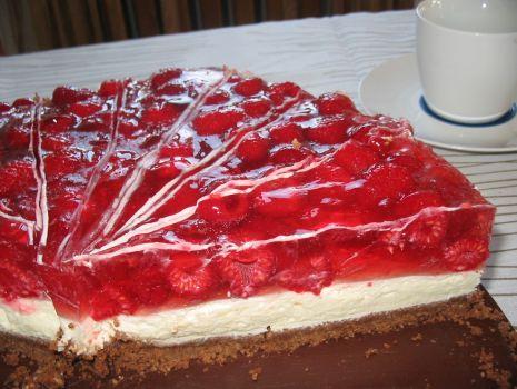 Przepis: Tort malinowy na spodzie ze sucharków z nutellą