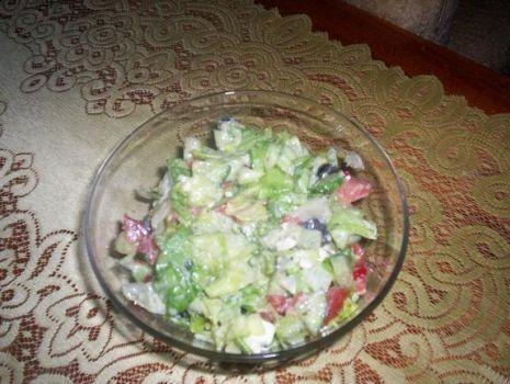 Przepis: Sałatka grecka z sałatą lodową