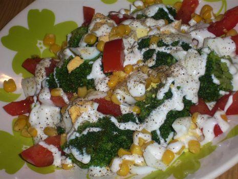 Przepis: Sałatka z brokułem i jajkiem super