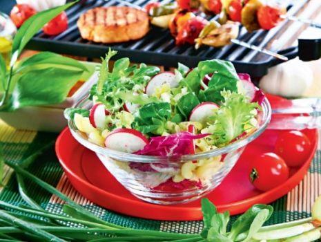 Przepis: Sałatka z makaronem i sałatą