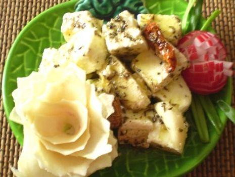 Przepis: Ser biały marynowany w oliwie  z ziołami :