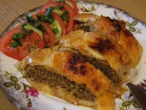 Przepis: Rolada mięsna w cieście francuskim