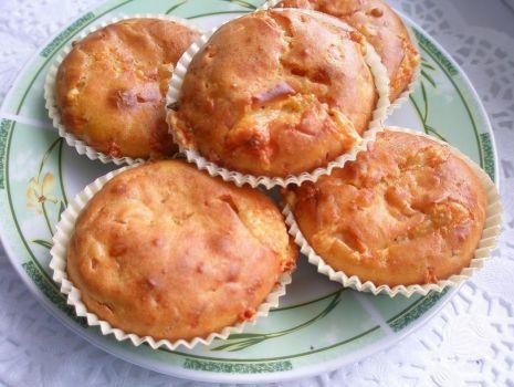 Przepis: Muffinki z serem i szynką