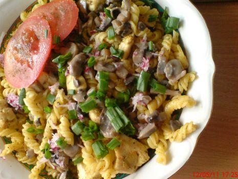 Przepis: Filet drobiowy z makaronem i pieczarkami