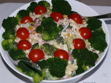 Przepis: Sałatka z makaronem i brokułem