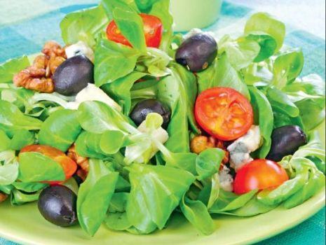 Przepis: Sałatka z roszponką i gorgonzolą
