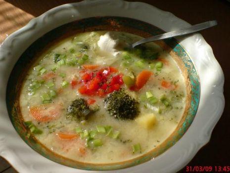 Przepis: Aksamitna zupa brokułowa