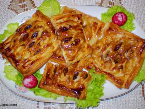 Przepis: Camembert z pieczarkami w cieście francuskim :