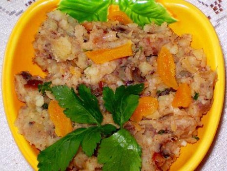 Przepis: Ziemniaki bakaliowe do pieczonego drobiu :