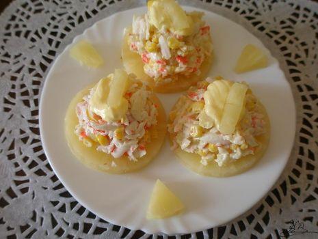 Przepis: sałatka na ananasach na każdą okazję