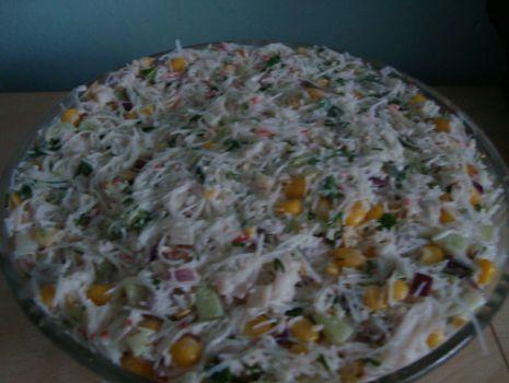 Przepis: Sałatka krabowa z makaronem ryżowym