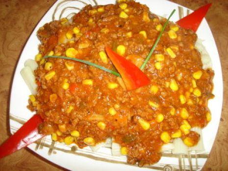 Przepis: Makaron pene z miesem mielonym i sosem węgierskim z pieczarkami