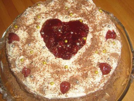 Przepis: Tort z wisniami i bita smietana