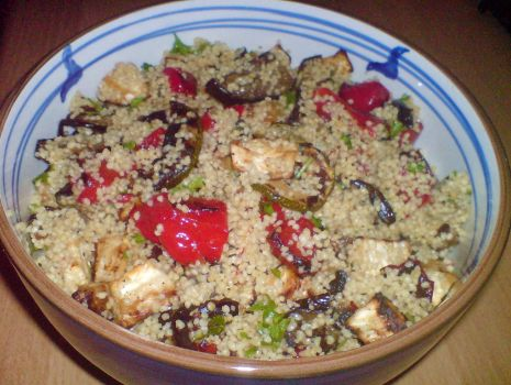 Przepis: sałatka z kuskusem i pieczonymi warzywami