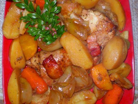 Przepis: Kurczak pieczony z warzywami i ziemniakami z Garnka rzymskiego :
