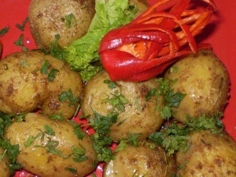 Przepis: Ziemniaki z bulionu z rozmarynem :