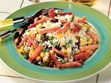 Przepis: Sałatka ryżowa w trzech kolorach