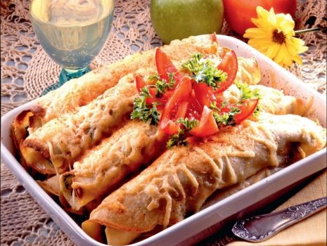 Przepis: Nalesniki zapiekane z serem, pieczarkami i szynką