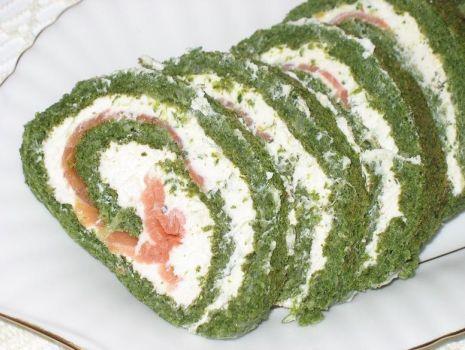 Przepis: Rolada szpinakowa z wędzonym łososiem