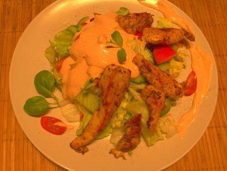 Przepis: Lekka sałatka  z kurczakiem
