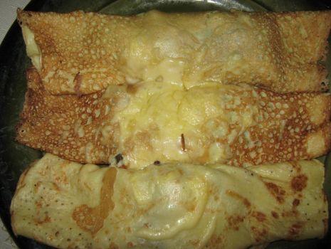 Przepis: Naleśniki z kurczakiem zapiekane z żółtym serem