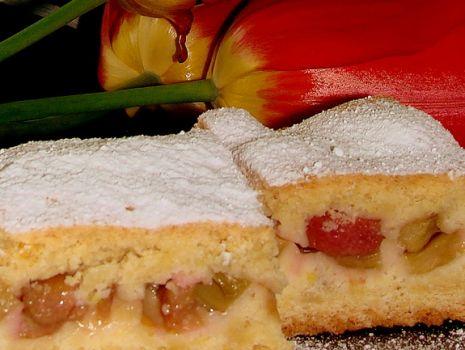 Przepis: Kruche ciasto z rabarbarem