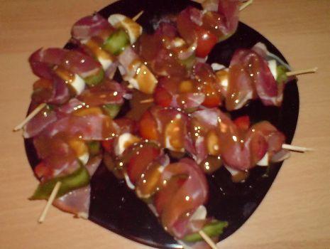 Przepis: szaszłyki z szynką szwarcwaldzką
