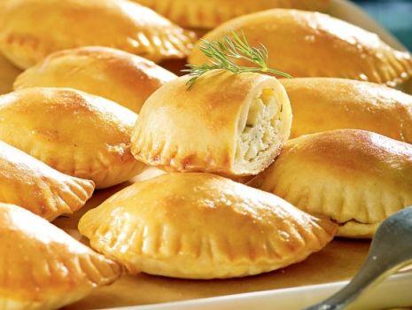 Przepis: Greckie pierogi pieczone z serem feta
