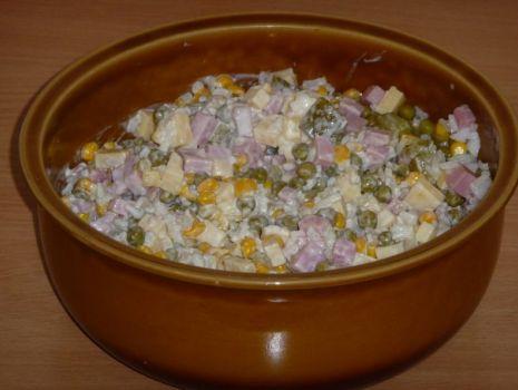 Przepis: Sałatka z ryżem, szynką i serem