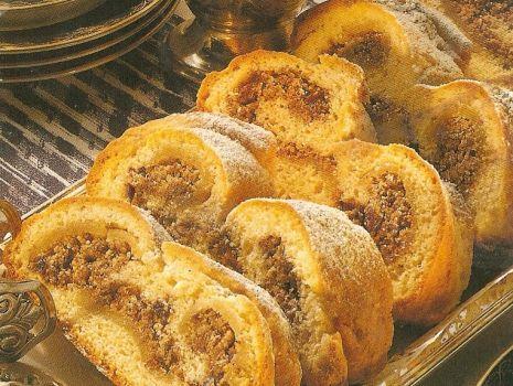 Przepis: Świąteczne ciasto orzechowo-rumowe z marcepanem i przyprawami