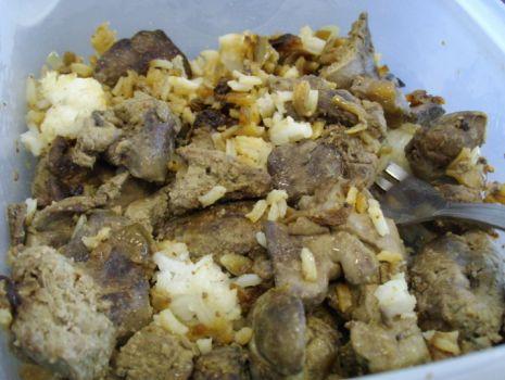Przepis: Wątróbka z ryżem i cebulą