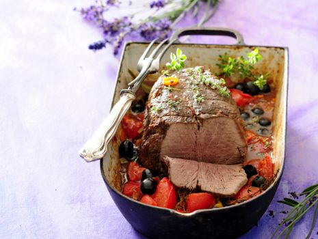 Przepis: Duszona wołowina z oliwkami